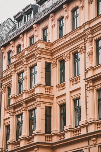 edificio velho e doente